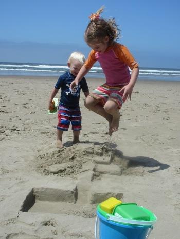 baby-smash-sandcastle